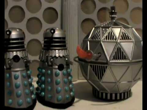 A mechonoid with two Daleks in The Chase