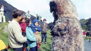 The Yeti were so cute as to attract children during the filming of The Abominable Snowmen in Wales