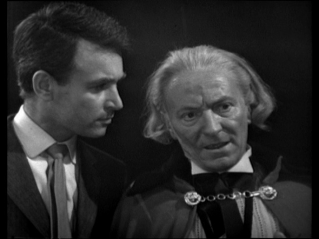 The Doctor wore a decorative gold chain with his cape in Planet of Giants