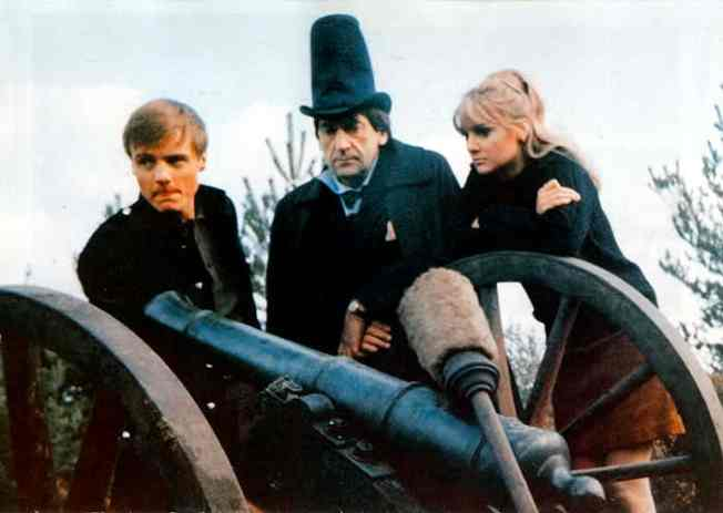 Ben, The Doctor, Polly and THAT hat in The Highlanders